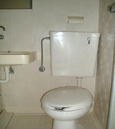 メゾンクレール 106号室のトイレ