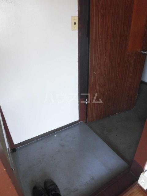 ドウェルさかえ 215号室の玄関