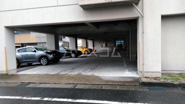 神谷ハイツ 2B号室の駐車場
