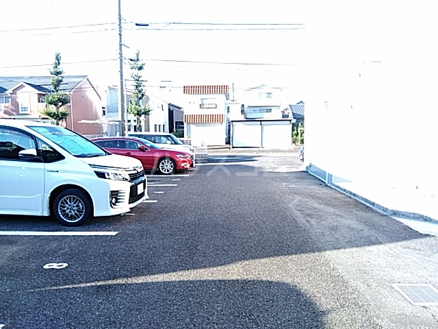 ヴィラウエノ 401号室の駐車場