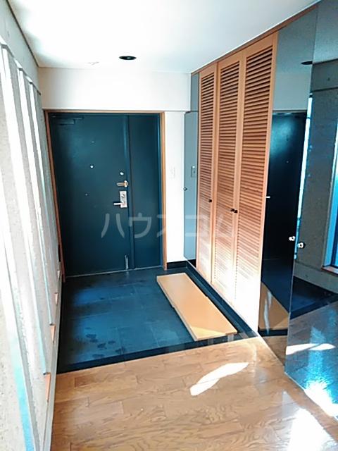サンモール上用賀 401号室の玄関