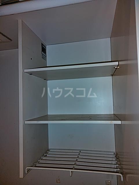 メゾン三軒茶屋 201号室の収納