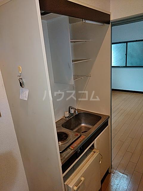 メゾン三軒茶屋 201号室のキッチン