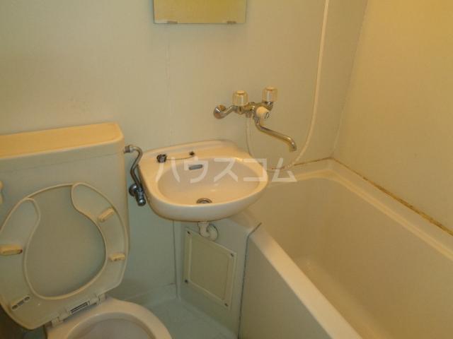 ハウスピアヤマモト 106号室の洗面所