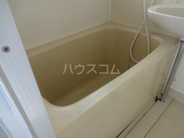 ファミーユ大久保 202号室の風呂