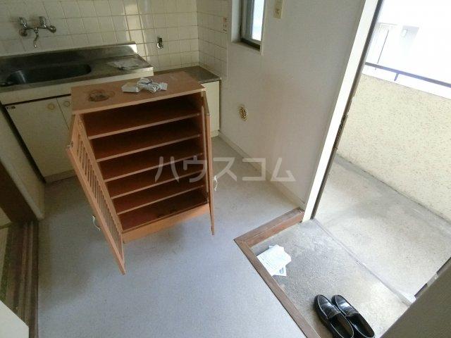 ファミリーコーポ枝 207号室の玄関