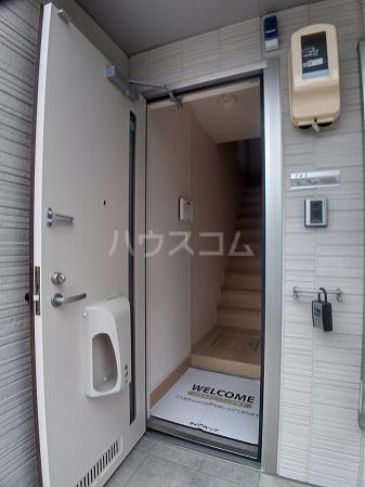 プレミアム井田 205号室の玄関