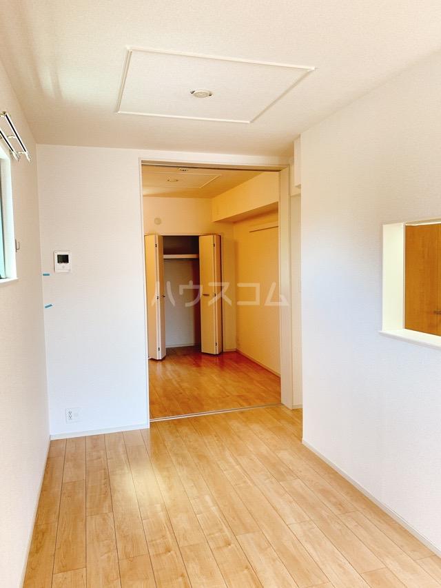 レガーシア 01010号室のリビング
