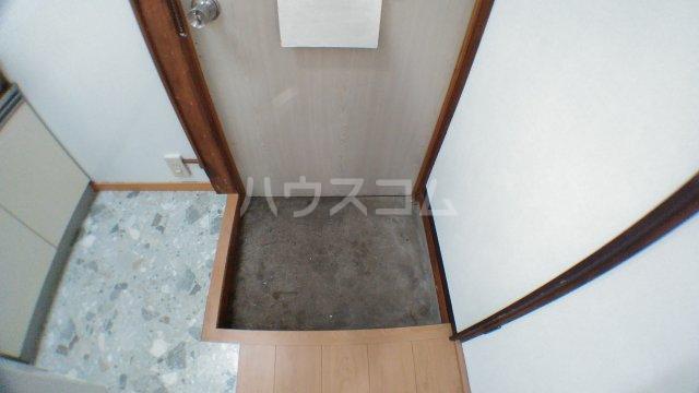 みどり荘 201号室の玄関