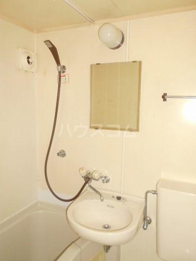 レオパレス三軒茶屋 103号室の洗面所