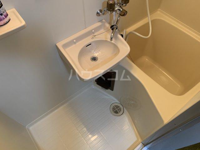 サンアベニュー谷津 202号室の風呂