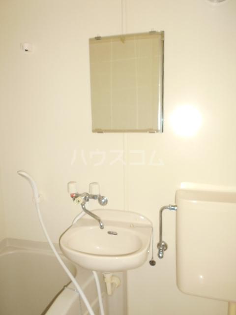 用賀ケロポリアル 201号室の洗面所