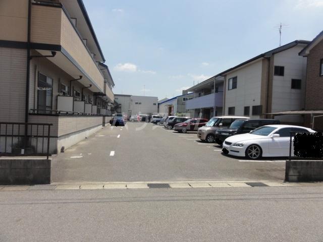 ラセーヌ柴田 2F号室の駐車場