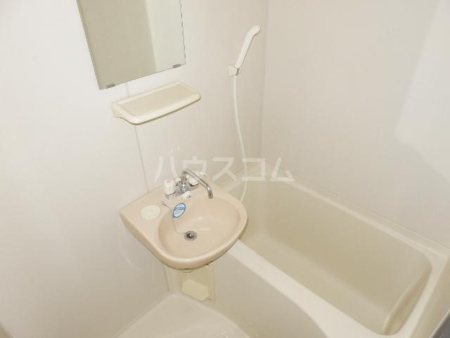 ラセーヌ柴田 2F号室の風呂