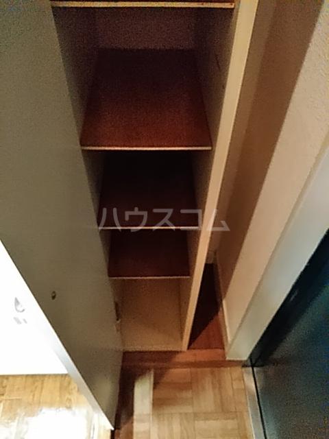 レオパレス松陰神社 106号室の収納