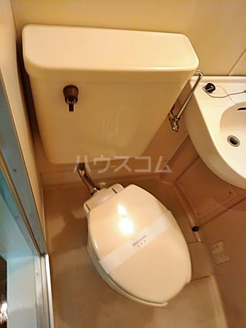 レオパレス松陰神社 106号室のトイレ
