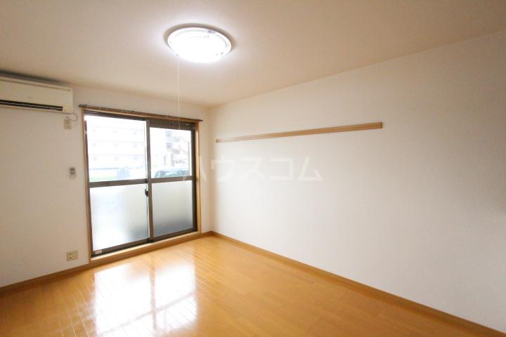 エミネンス 106号室のベッドルーム