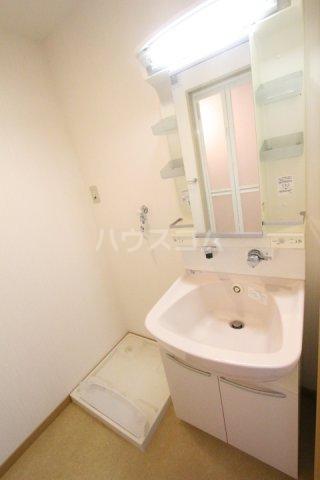 エミネンス 106号室の洗面所