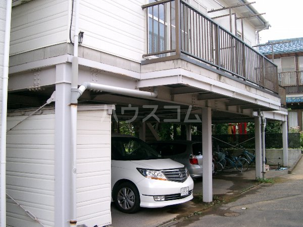 山平アパート 201号室の駐車場