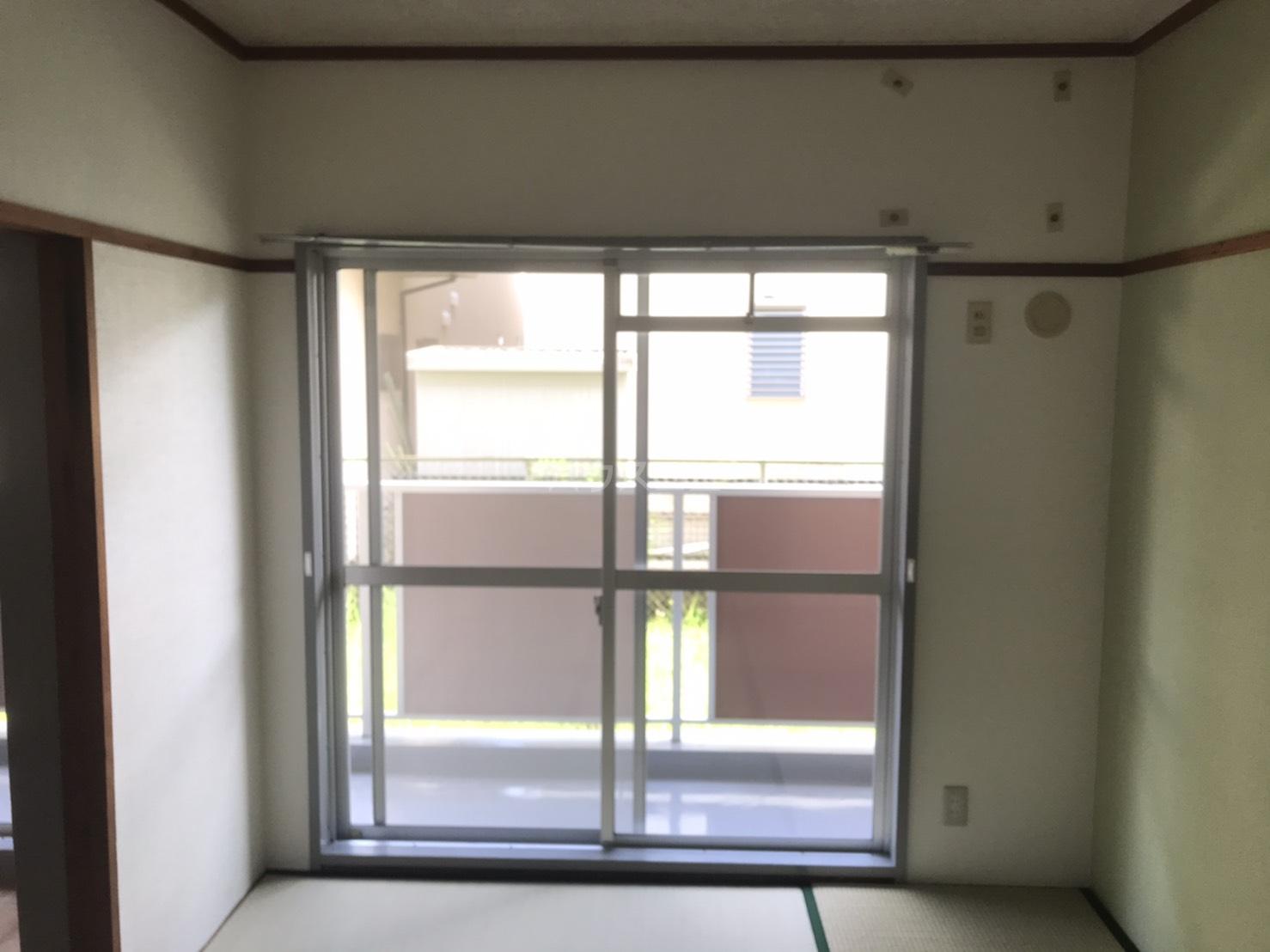シャンボール鈴木 104号室の居室