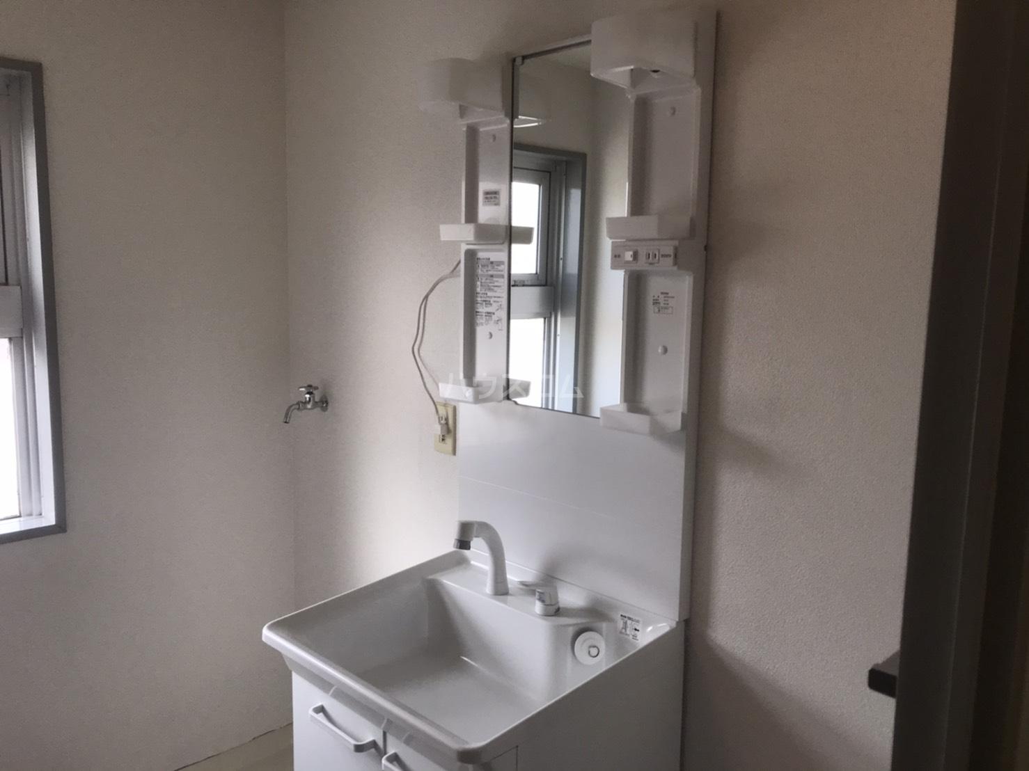 シャンボール鈴木 104号室の洗面所