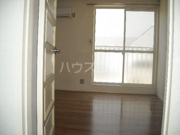 エクセレンス緑丘 112号室のリビング