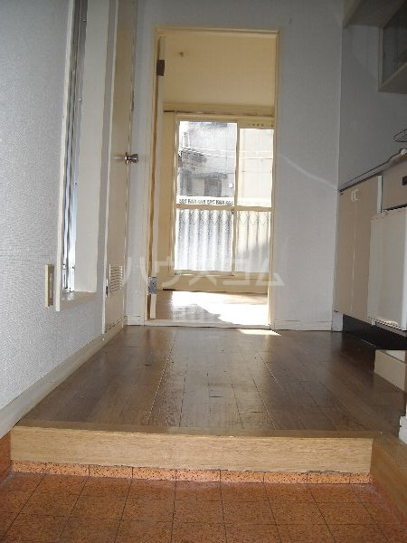 エクセレンス緑丘 112号室の玄関