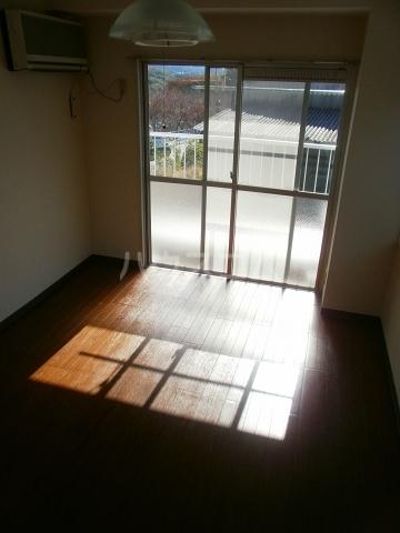 グリーンヒル№2 303号室の居室