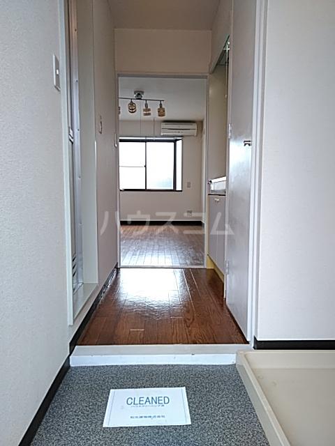 プレリュード狛江 203号室の玄関