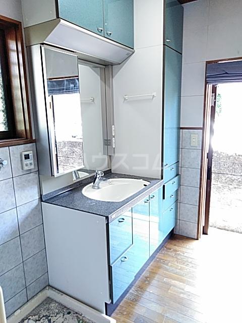 久保町貸家の洗面所