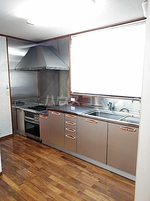 久保町貸家のキッチン