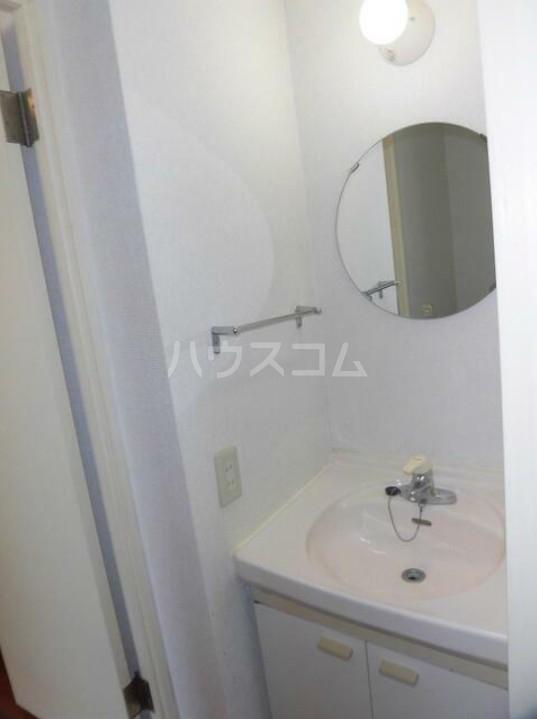 プラザスズキ 203号室の洗面所