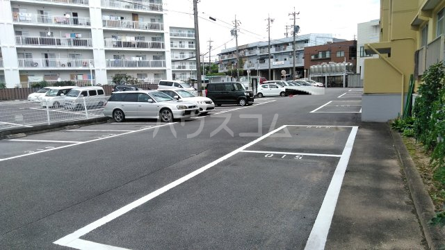 神池ハイツ B棟 110号室の駐車場