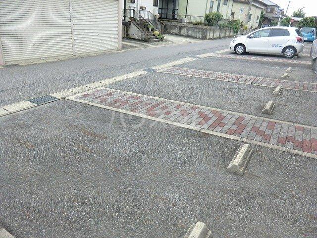 ファミール松花B棟の駐車場
