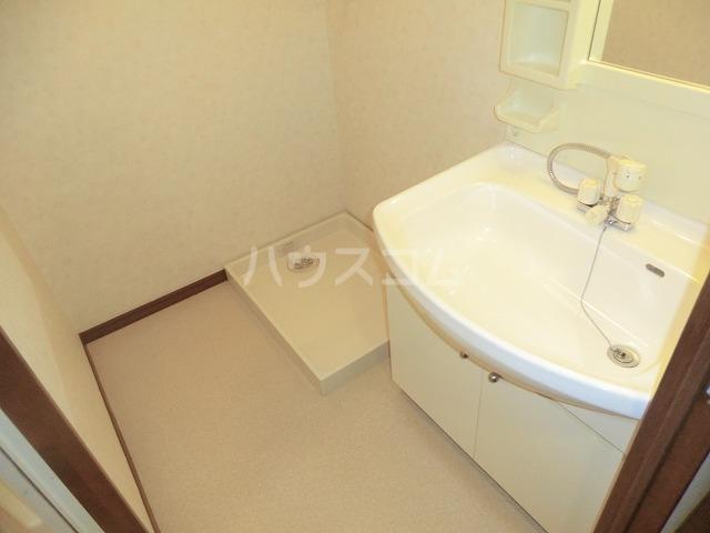 ファミール松花B棟の洗面所
