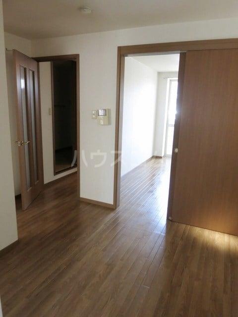アメニティハイツA 01010号室のリビング