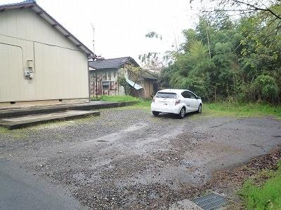 杉浦荘 3号室の駐車場