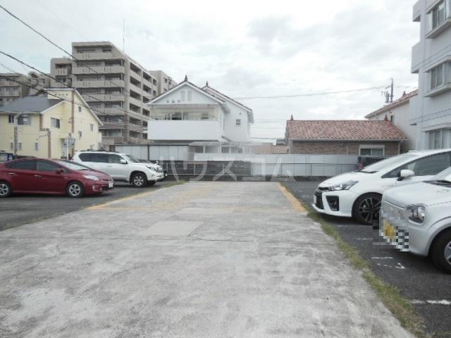 プリンセスミユキ 303号室の駐車場