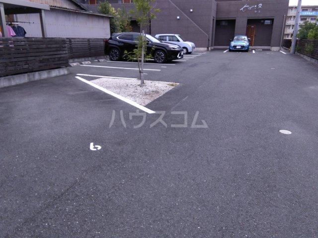 セザンヌ中条 107号室の駐車場