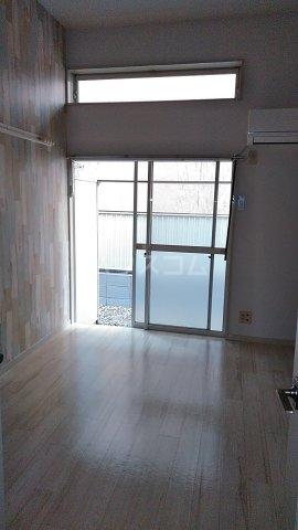 ジュネパレス市川第51 0104号室のリビング