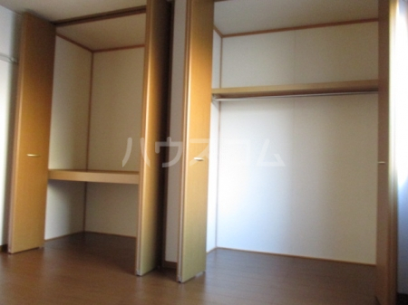 レインボー東 B 102号室の居室