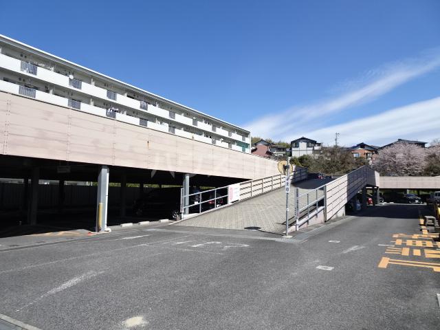 ビレッジハウス京ヶ峰タワー 513号室の駐車場