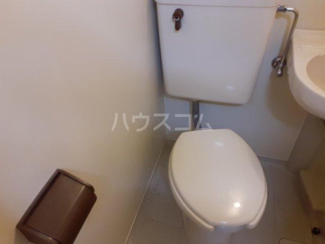 レジデンス元城 206号室のトイレ