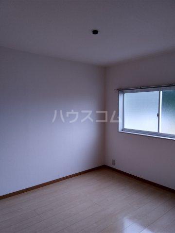 ラフォーレ西沢 103号室の居室