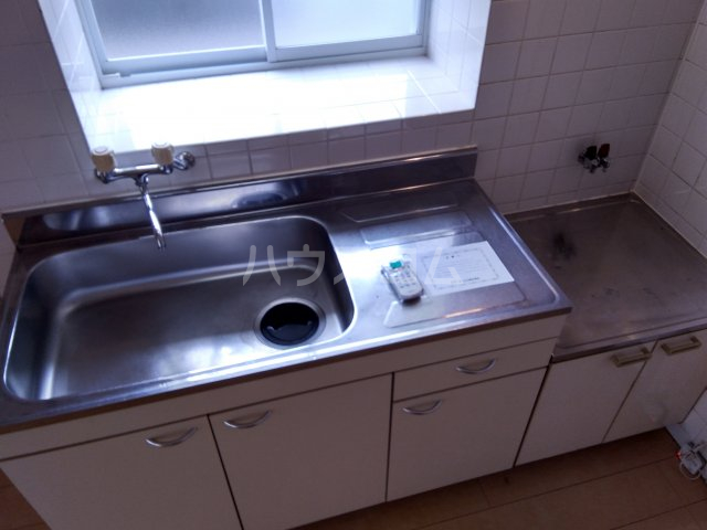 ラフォーレ西沢 103号室のキッチン