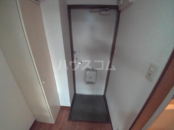 エクセレンス石神 203号室の玄関