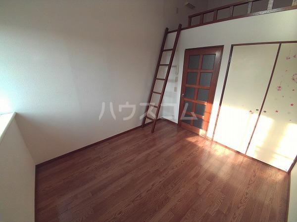 エクセレンス石神 203号室のリビング