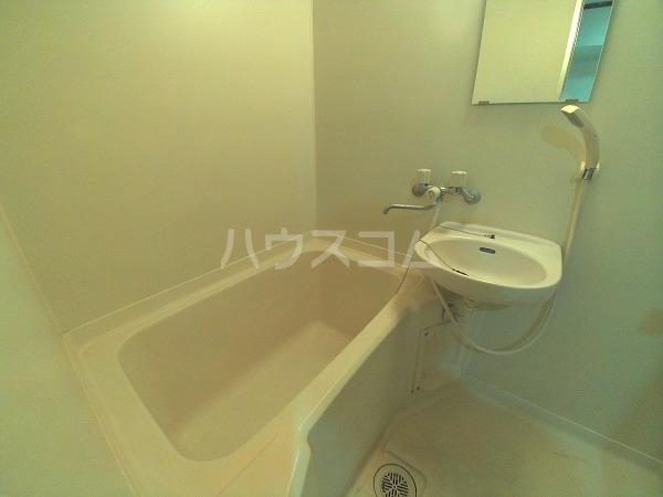 エクセレンス石神 203号室の風呂