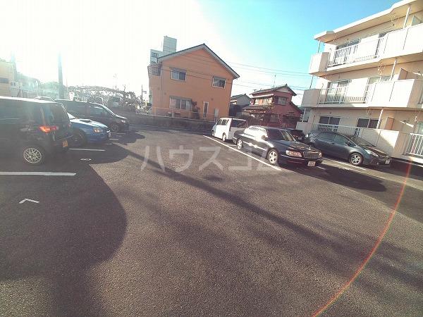 アプリコットハウス A 302号室の駐車場