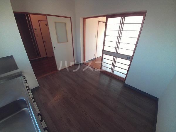 アプリコットハウス A 302号室のリビング